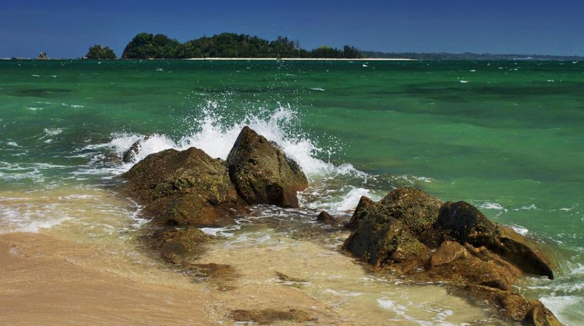 VIDEO – Pulau Rusukan Besar, Taman Laut Labuan
