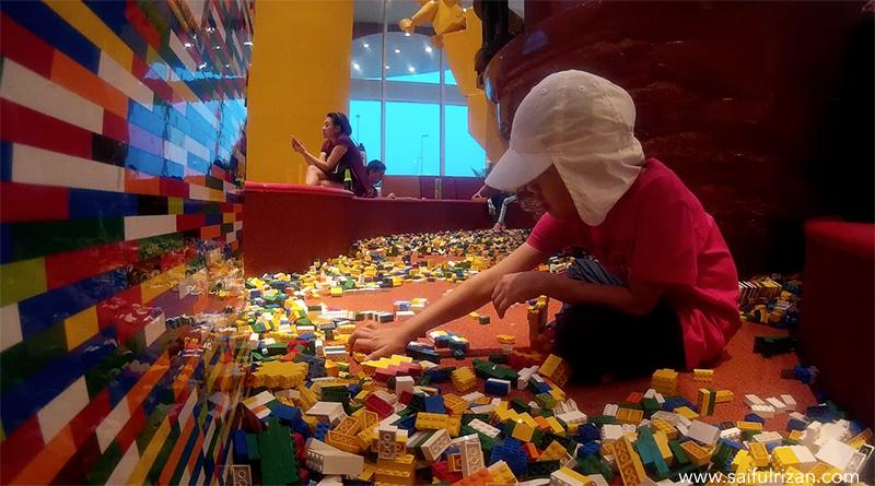Saifulrizan_Legoland_BrickLobby